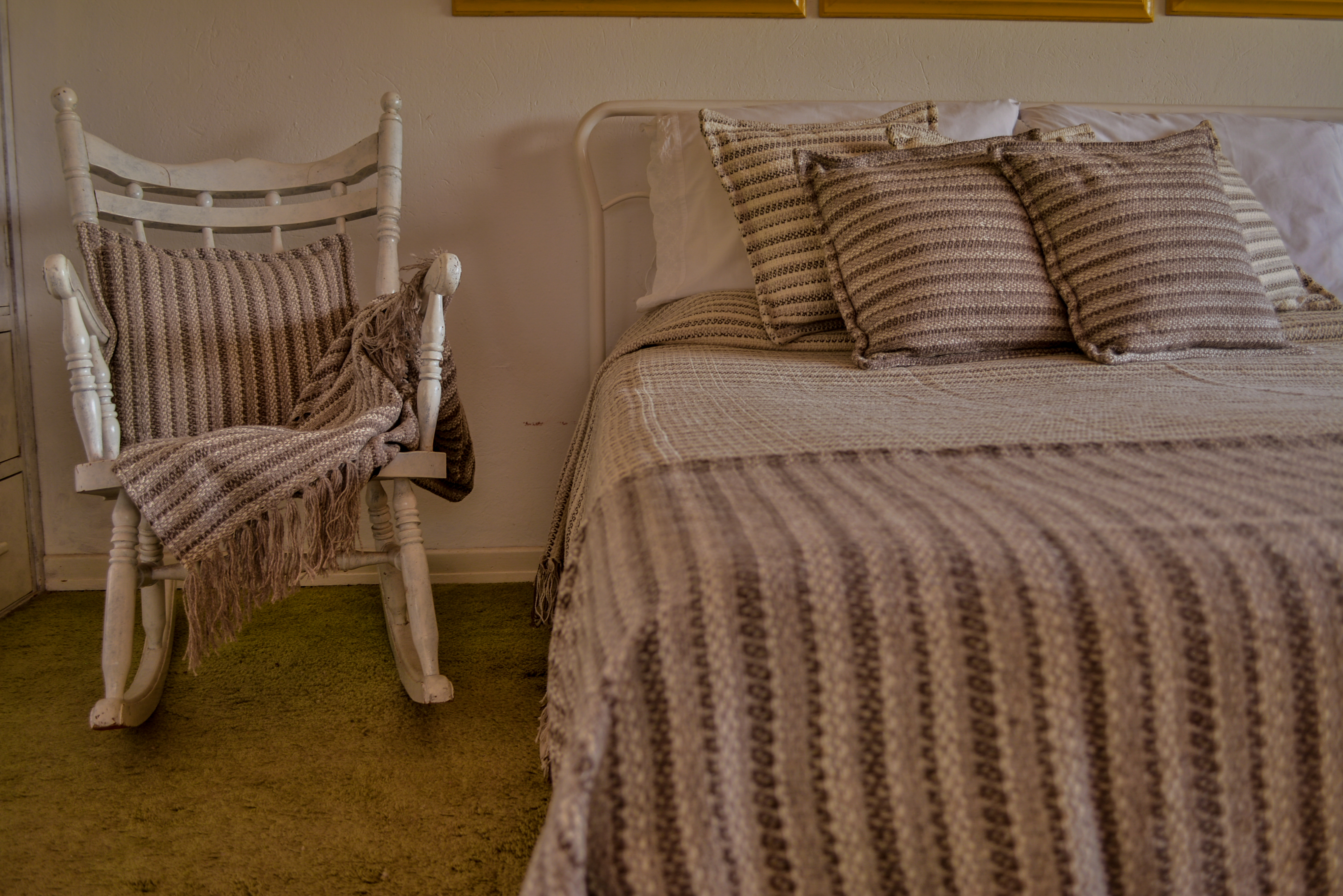 Cubrecama de lana tejido en telar