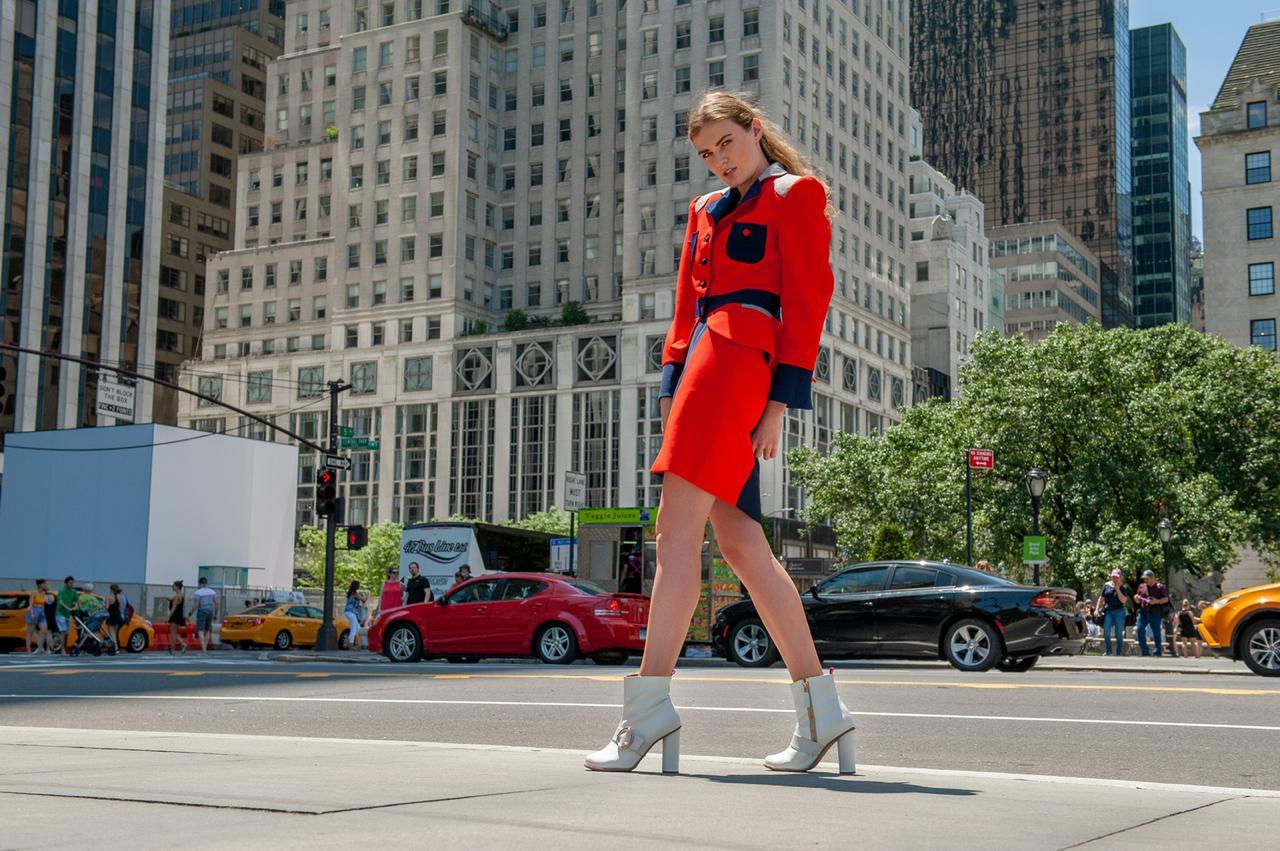 Falda entubada bicolor. Cómoda, versátil y moderna. Combinada con botones lograrás un look ultra moderno!