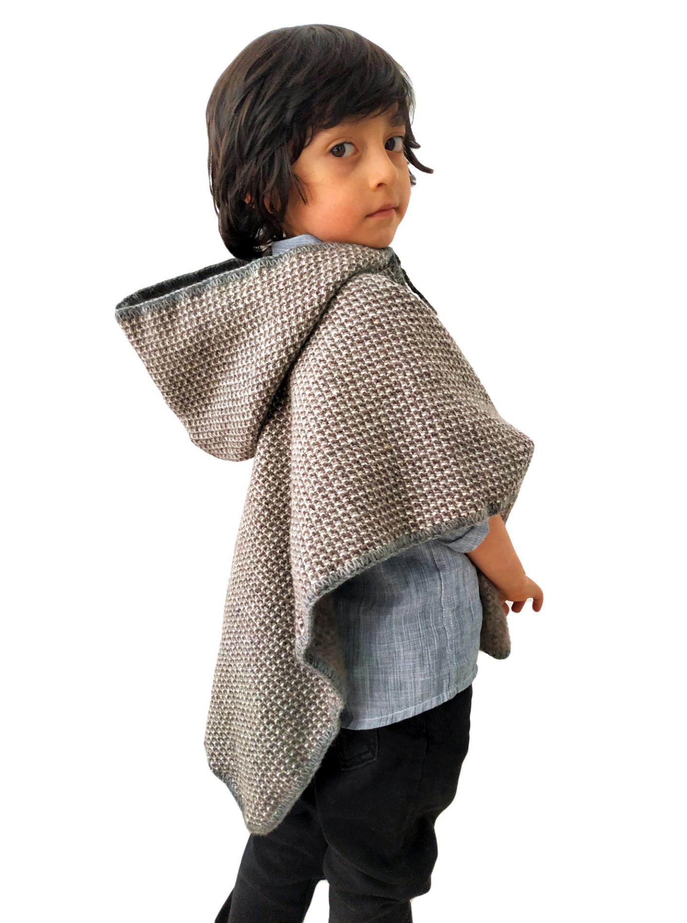 Ruana con capota para niños