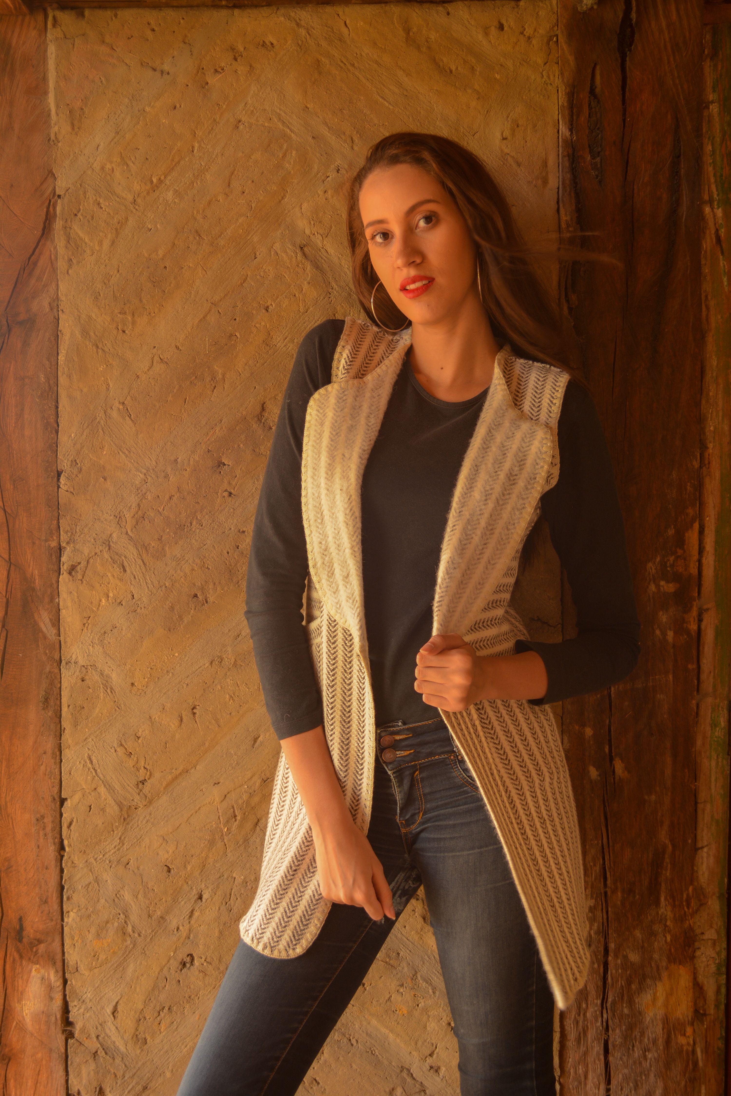 Chaleco en lana tono natural beige