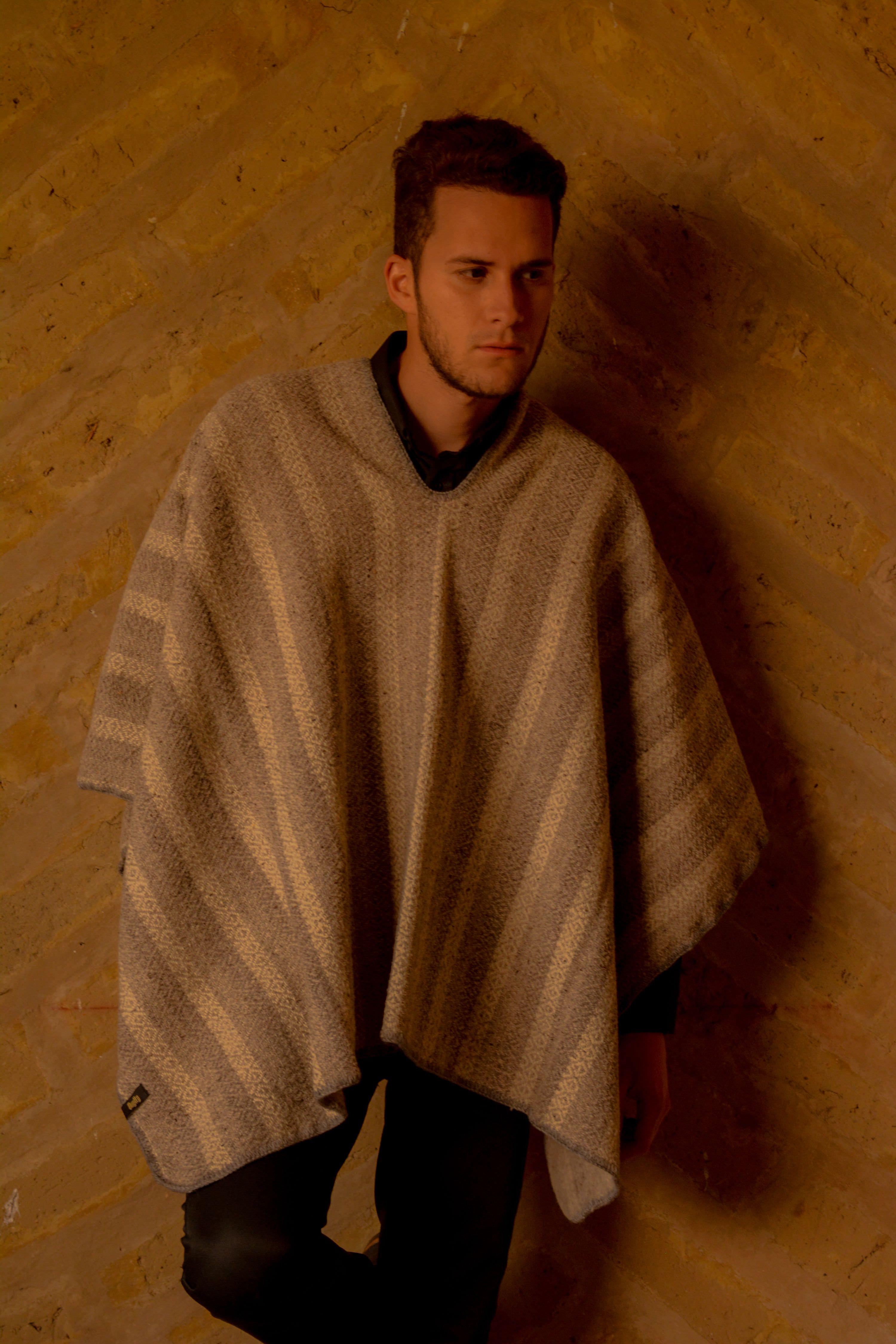 Ruana tradicional lana 100% tono Gris